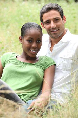 blithe: Retrato de una pareja interracial Foto de archivo