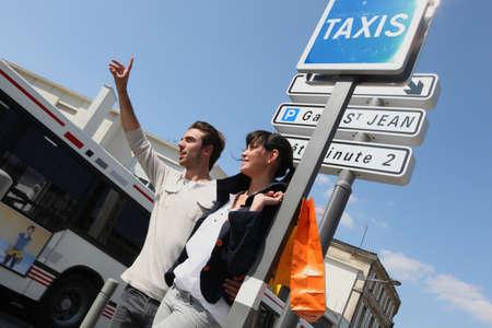 dinamismo: coppia chiamata in taxi