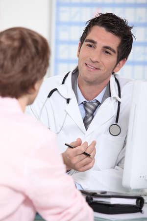 retrato de un médico con el paciente Foto de archivo