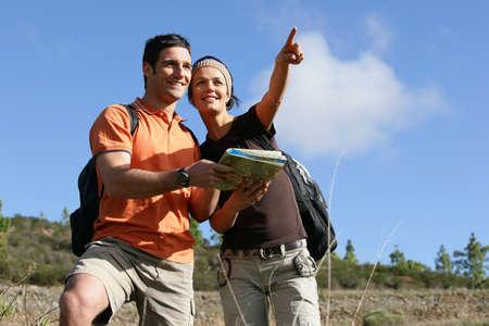 Explorers Lesen einer Karte