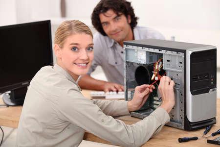computer problems: ritratto di un tecnico femminile