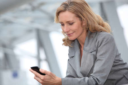 Businesswoman with mobile phone Imagens