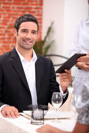 plato del buen comer: empresario de comer en un restaurante