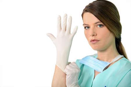 gant blanc: Infirmi�re de mettre des gants en latex Banque d'images