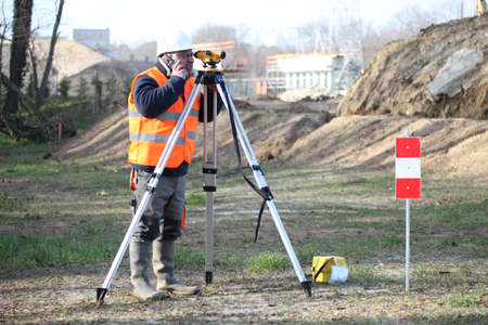 lens unit: Land surveyor