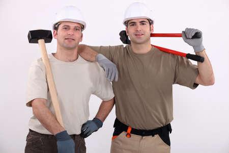 obrero: Los obreros que sostienen las herramientas Foto de archivo