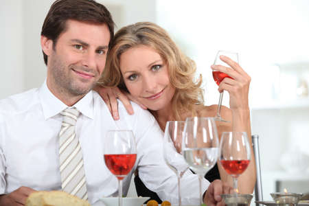 35 40 years: Couple drinking rose at a dinner table