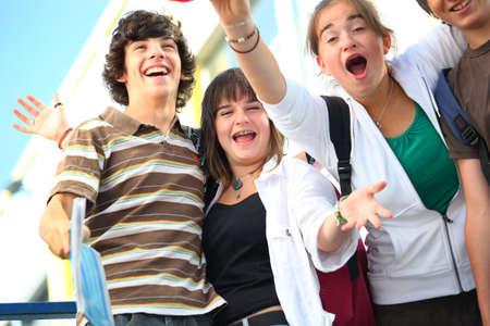 fin d annee: adolescents c�l�brant la fin de l'ann�e