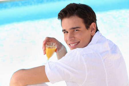 jus orange glazen: genieten, glas sinaasappel, sap,