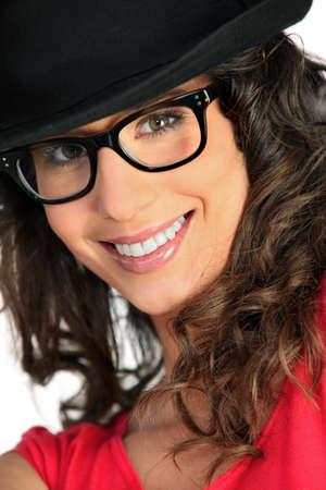 lejos: Mujer con sombrero y gafas Foto de archivo
