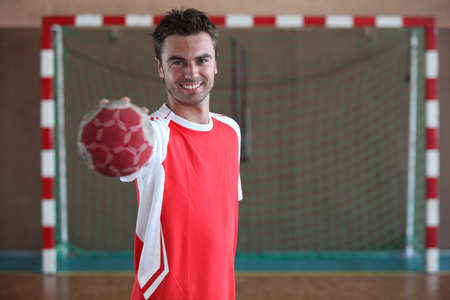 25 29 years: Handball player in front of goal