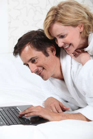 45 55 years: Couple on laptop in dressing gown