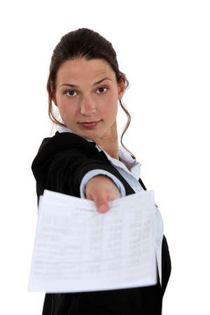 contrato de trabajo: Mujer dando contrato
