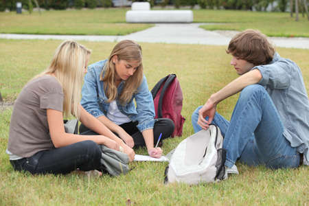 16 19 years: Students sitting in a park Stock Photo