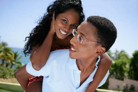mariage mixte: Loving couple sous le soleil