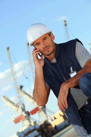 trabajador petrolero: El hombre en una plataforma petrolera