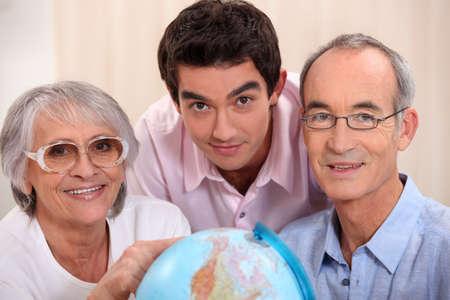 어른의 가족 세계에서 찾고 스톡 콘텐츠