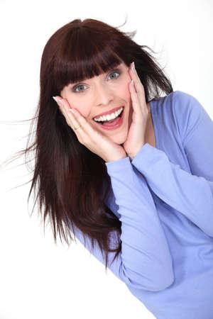 triunfador: Mujer, encantada con su manos a la cara