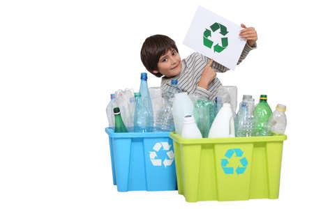 niños reciclando: Mensaje del Medio Ambiente