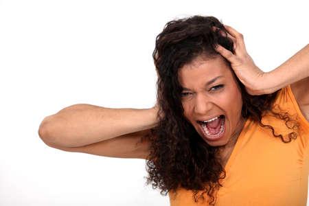 mujer decepcionada: Una mujer desesperada gritando