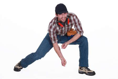 bending down: artesano que agacharse Foto de archivo