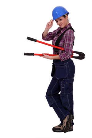 pinzas: mujer de trabajador con unos alicates