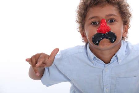 nez de clown: Enfant avec nez de clown