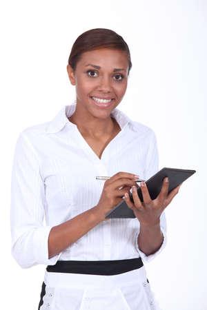 hôtesse: Serveuse en prenant une ordonnance Banque d'images