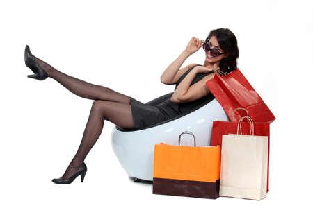 medias mujer: mujer sentada tobags pr�ximos Foto de archivo