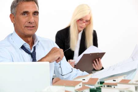 real estate agency: Head and secretary