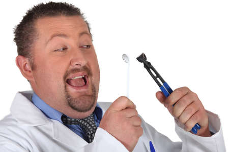 madman: Man preparing to pull out his own tooth