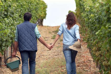 haciendo el amor: Pareja manos de cartera