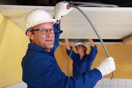 Elettricisti sul lavoro