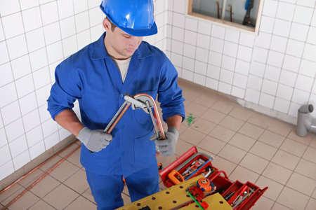 koperen leiding: Loodgieter buigen lengte van de koperen buis