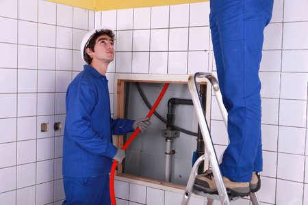 empleados trabajando: Operador de la introducción de tubería
