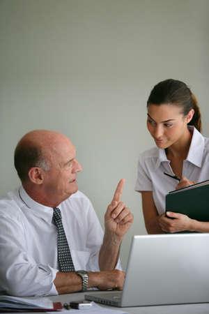 dictating: El empresario y su asistente
