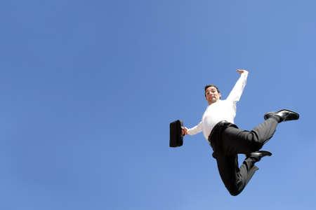 beine spreizen: Unternehmer-Springen in der Luft