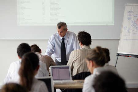 salon de clases: Los estudiantes de negocios Foto de archivo