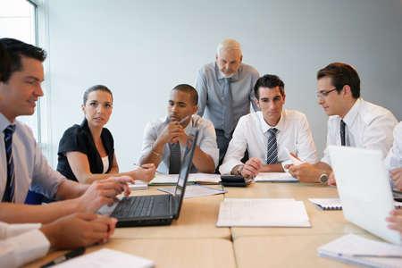 formacion empresarial: equipo de negocios en una formaci�n profesional