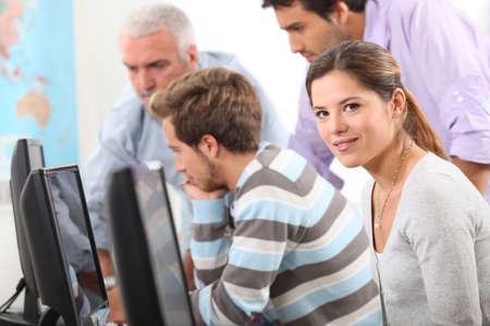 curso de capacitacion: La gente en un curso de inform�tica