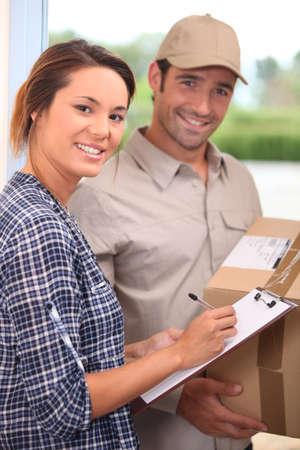 pakiety: Kurier z dostawy zarejestrowany dla