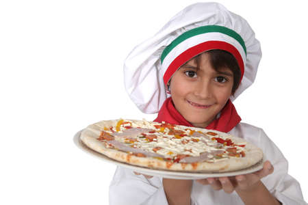ni�a italiana que presenta una pizza photo