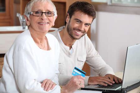 poner atencion: Ayuda de alto nivel para comprar en línea