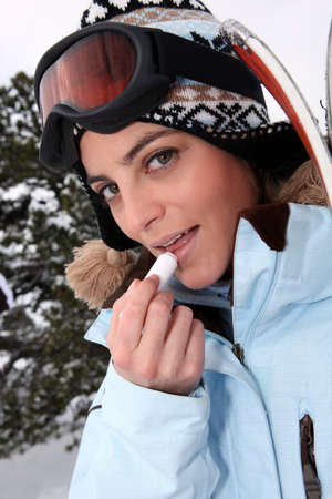 balm: Skier applying lip balm