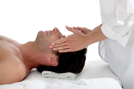 tratamiento facial: El hombre con un masaje