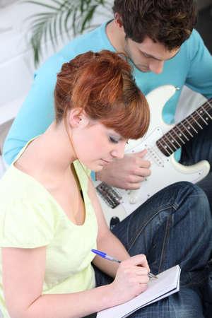 letras musicales: Los músicos que componen una canción juntos