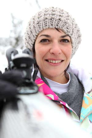 Anorak: Portrait der Frau im Schnee Lizenzfreie Bilder