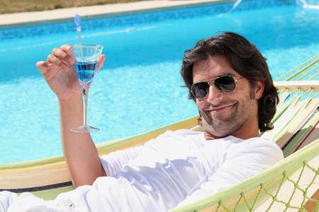 bloke: L'uomo di relax in piscina