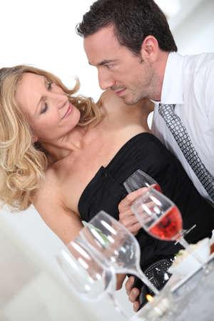 together with long tie: Alrededor de una copa de vino