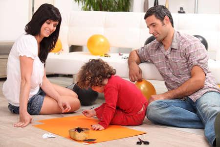 fiesta familiar: Familia de pasar tiempo de calidad juntos Foto de archivo